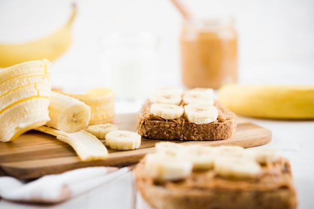 Gros Plan Des Tranches De Pain à La Banane Photo gratuit