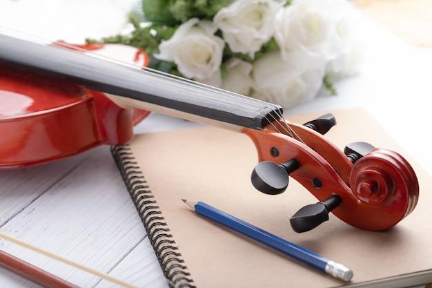 Gros plan, violon, poupée, orchestre, instrumental Photo Premium