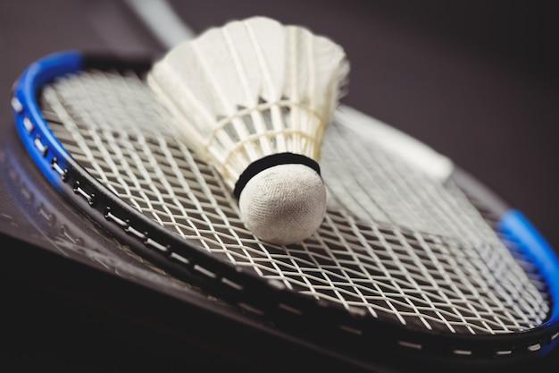 Gros plan, de, volant, et, raquette badminton Photo Premium