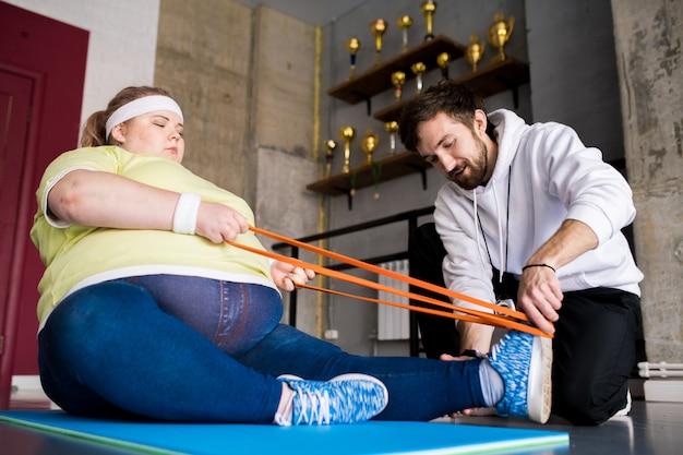 Grosse Femme En Cours De Conditionnement Physique Photo Premium
