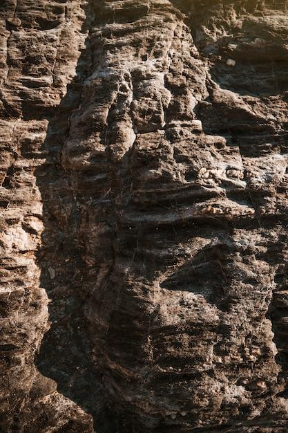 Grosses pierres grises de la falaise Photo gratuit