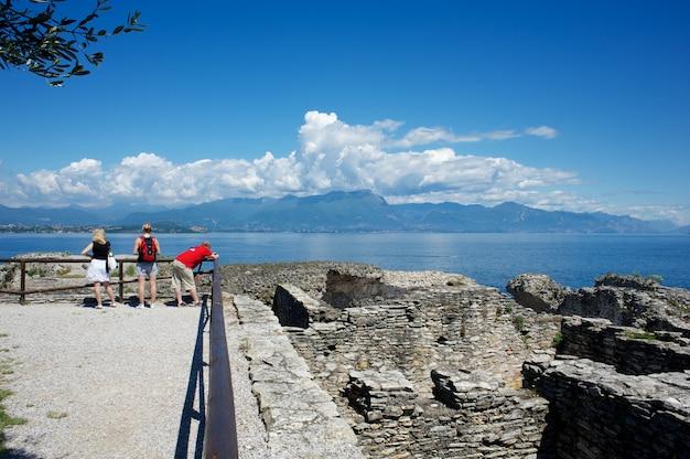 Grotte di catullo, lac de garde, italie Photo Premium