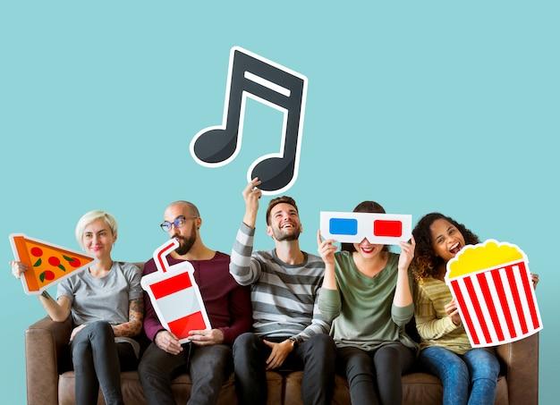 Groupe d'amis divers et concept musical Photo gratuit