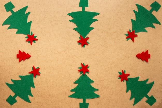Groupe D'arbres De Noël à La Main Photo gratuit