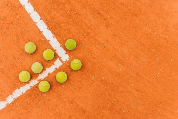 Groupe de balles de tennis avec vue de dessus Photo gratuit