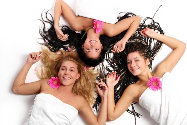 Groupe De Belles Jeunes Femmes Photo gratuit