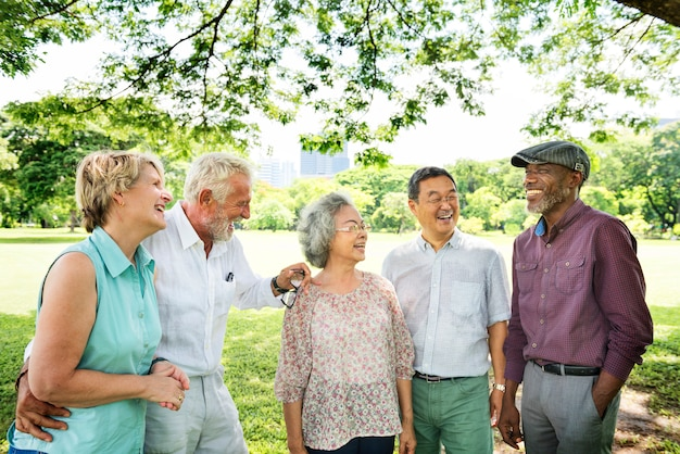 Groupe de bonheur amis de retraite senior Photo Premium