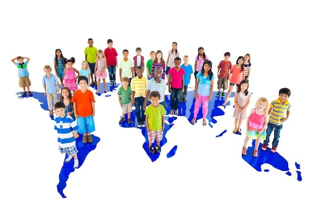 Groupe de divers enfants portrait en studio Photo Premium