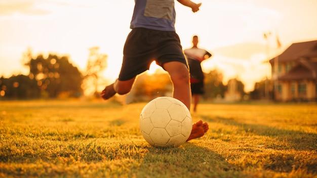 Groupe D'enfants Jouant Au Football Soccer Photo Premium