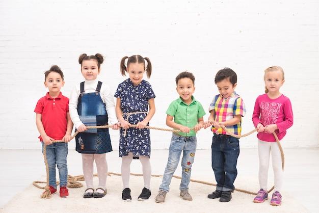 Groupe D'enfants Jouant Photo gratuit