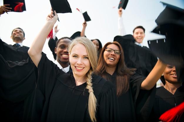 Groupe d'étudiants diplômés divers Photo Premium