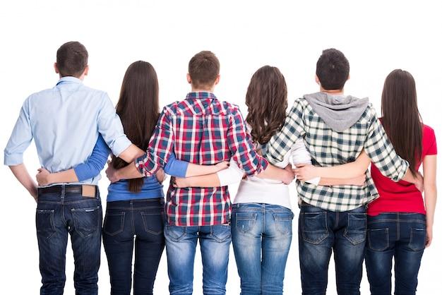 Groupe d'étudiants sont debout de dos. Photo Premium