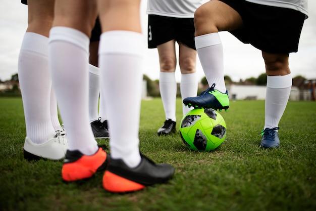 Groupe de footballeuses sur le terrain Photo Premium