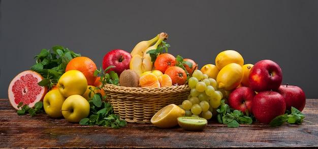 Groupe de fruits et légumes frais Photo Premium