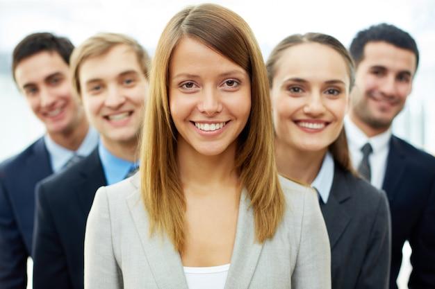 Groupe de gens d'affaires concurrentiel Photo gratuit