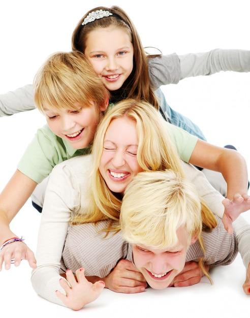 Groupe de jeunes et beaux adolescents Photo gratuit