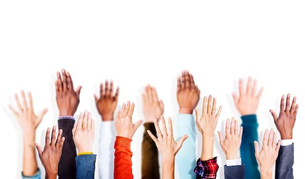 Groupe de mains bras levé concept vounteer Photo Premium