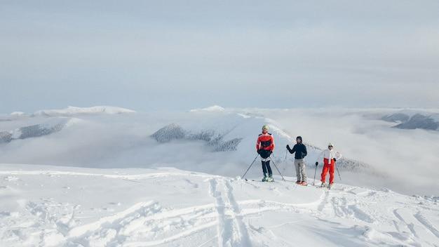 Groupe de randonnées à ski Photo Premium