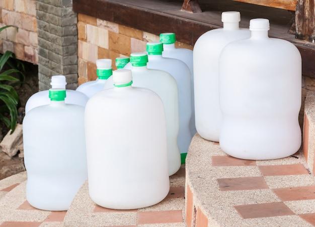 Groupe de réservoir d'eau potable Photo Premium