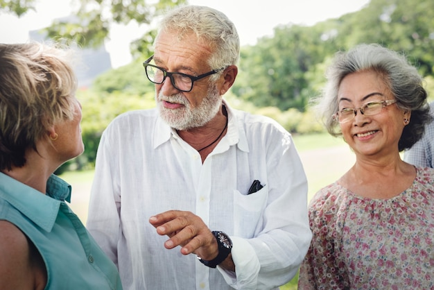 Groupe de la retraite senior amis concept de bonheur Photo Premium