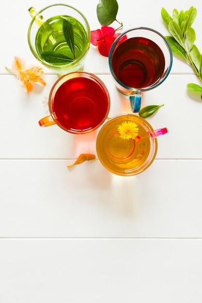 Groupe de tasses à thé vue de dessus Photo gratuit