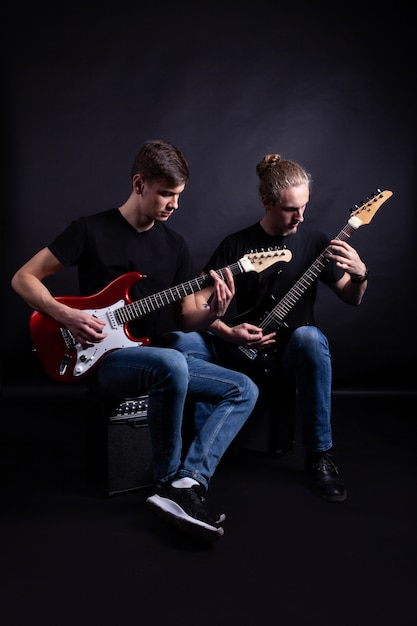 Groupes de rock jouant de la guitare Photo Premium