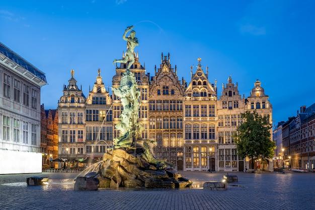 Les guildes de grote markt d'anvers en belgique Photo Premium