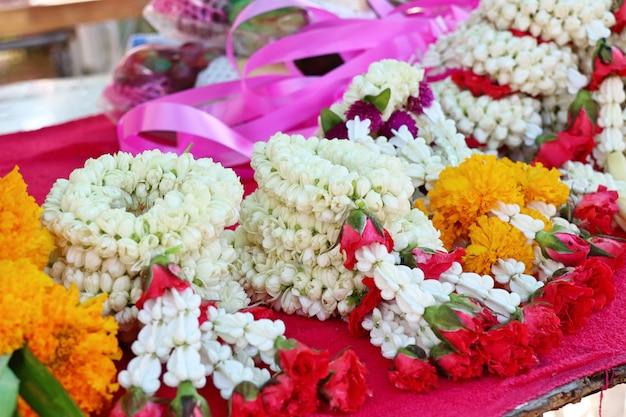 Guirlande de jasmin au marché Photo Premium