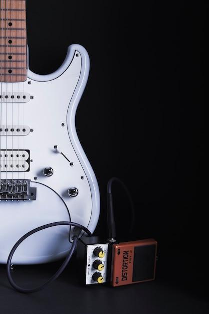 Guitare électrique et pédale Photo gratuit