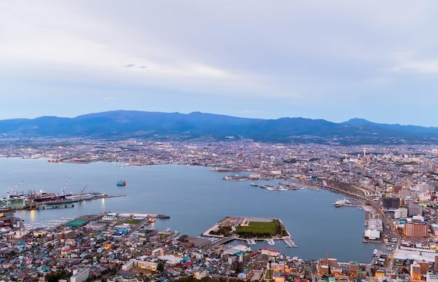 Hakodate vue de la montagne depuis la montagne hakodate Photo Premium