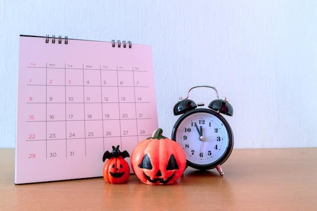 Halloween Approche. 31 Octobre Sur Le Calendrier. Concept Trick And Treat Photo Premium
