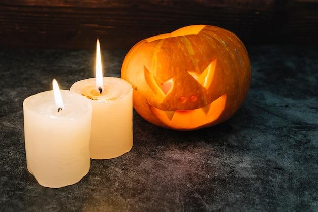 Halloween citrouille et bougies Photo gratuit