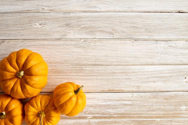Halloween citrouille sur la planche de bois Photo Premium