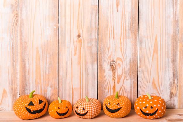 Halloween jouets mous heureux Photo gratuit
