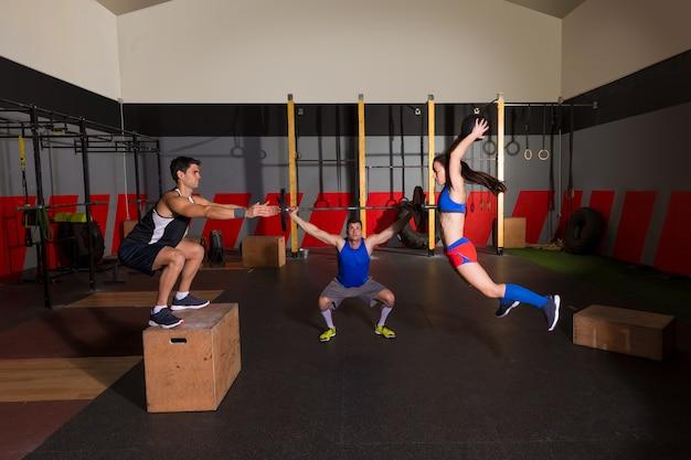 Haltères d'entraînement de groupe de gym slam balles et saut Photo Premium