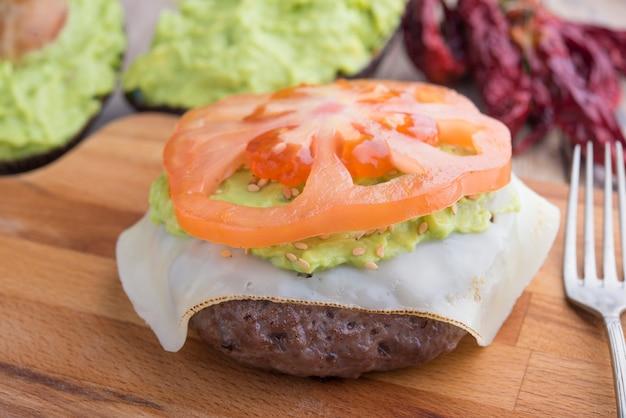 Hamburger de black agus au guacamole Photo Premium