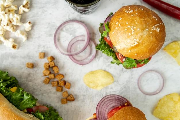 Hamburger Et Sandwich Vue De Dessus Photo gratuit