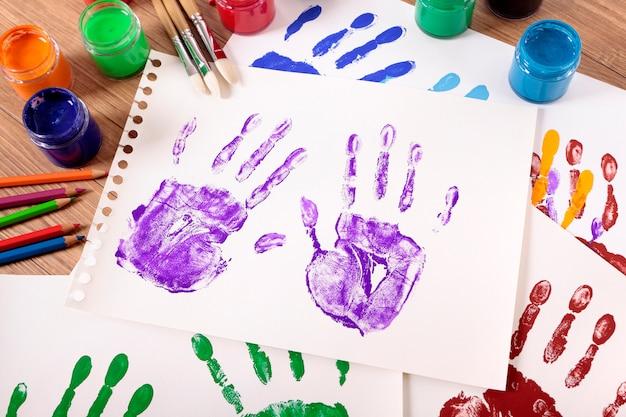 Handprints Peintes Avec équipement De Pointe Photo gratuit