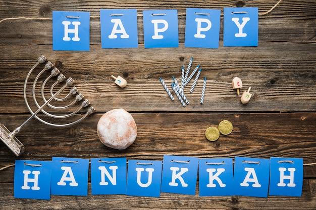 Hanukkah symboles se trouvant près de l'écriture Photo gratuit