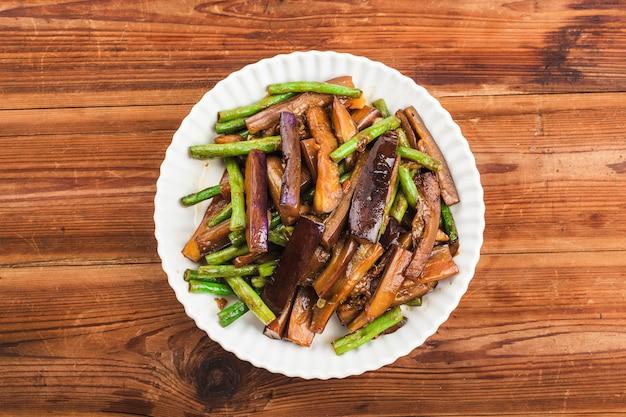 Haricots Frits D'aubergine, Cuisine Chinoise Photo Premium