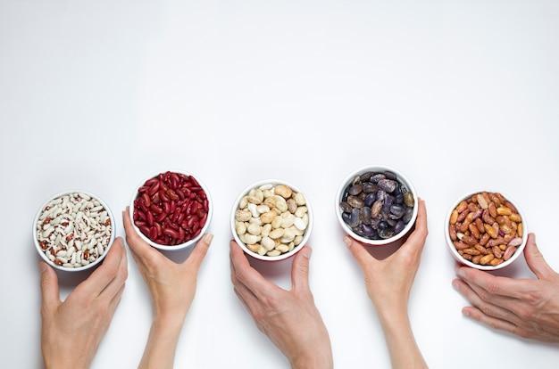 Haricots secs de différentes variétés. Photo Premium