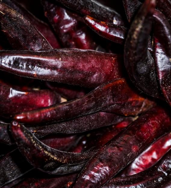 Haricots secs rouges en vente sur le marché Photo gratuit