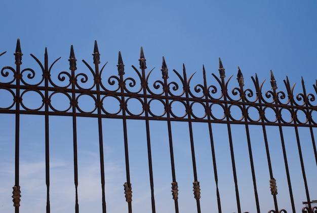 Haut de la barrière à santorin en grèce Photo Premium