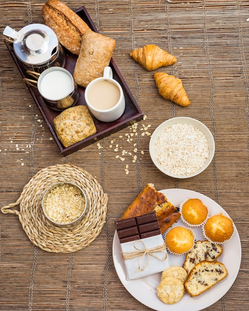 Haute vue angle, de, sain, petit déjeuner, sur, napperon Photo gratuit