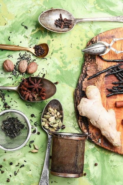 Herbes et épices pour le thé tonique Photo Premium