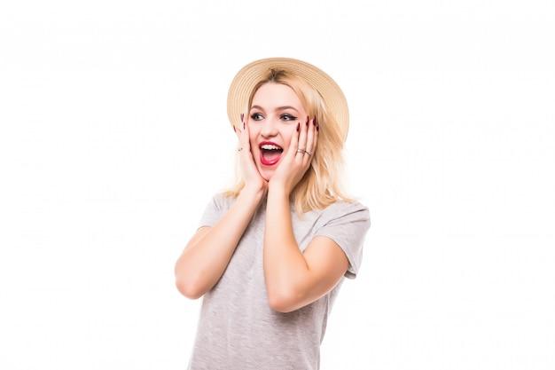 Heureuse Jeune Belle Femme Surprise Isolée Sur Mur Blanc Photo gratuit