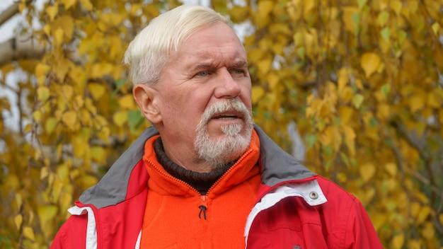 Heureux bel homme âgé Photo Premium