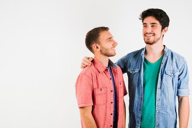 Heureux couple gay Photo gratuit