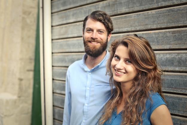 Heureux couple souriant Photo Premium