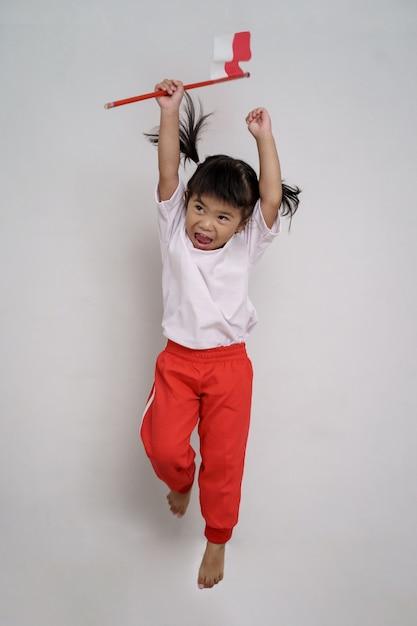 Heureux Enfant Indonésien Avec Drapeau Photo Premium